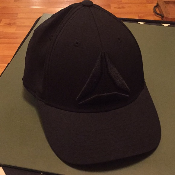 13310046 Reebok CrossFit delta black fitted hat